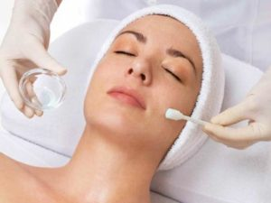 Our AHA Glycolic Peel Mobile Facial beauty treatment