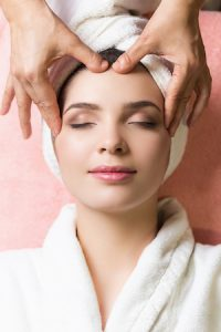 4 Easy Home Massage Techniques helps Wrinkles & Acne